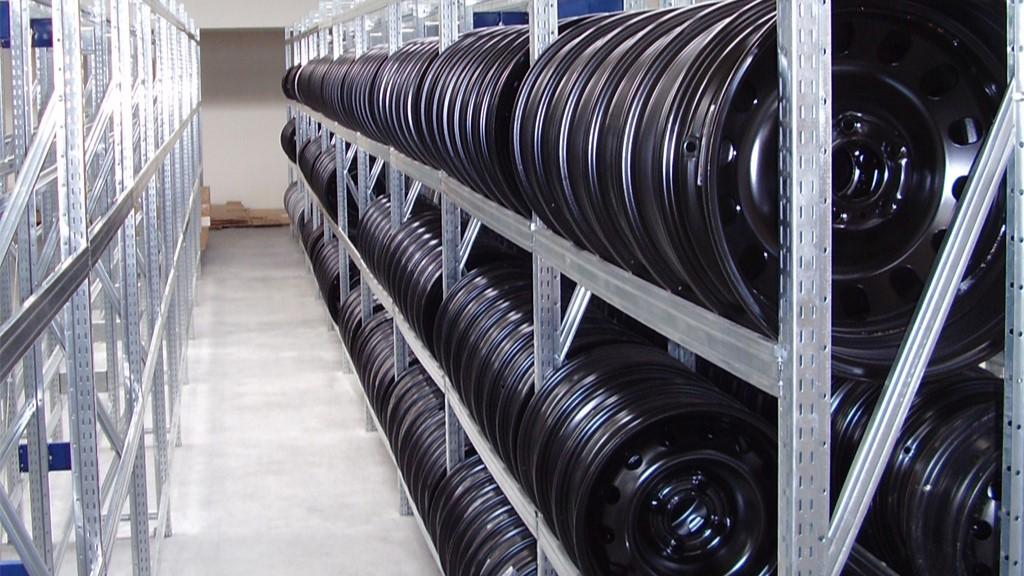 Рафтови стелажи за средни товари до 500кг.