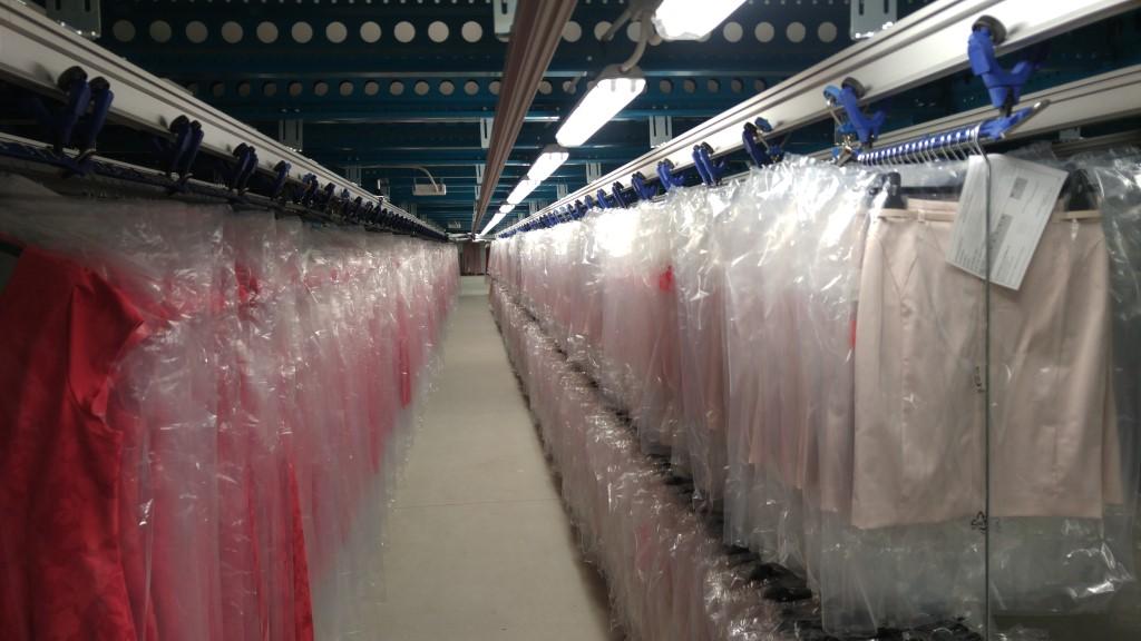 Tранспортни системи за пренос и съхранение на окачени дрехи (GOH)